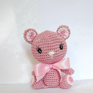 Maci fáradt rózsaszínű horgolt figura, Maci, Plüssállat & Játékfigura, Játék & Gyerek, Horgolás, Hímzés, Ez a cuki maci, Muskat fonalból készült.\nDíszítése pamutvászon.\nKézi hímzésű a szeme.\nA pamutvászon ..., Meska
