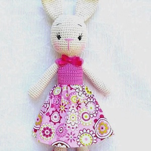 Nyuszi lány mandalás ruhában-horgolt figura, Nyuszi, Plüssállat & Játékfigura, Játék & Gyerek, Hímzés, Horgolás, Névnap vagy születésnap alkalmából is, nagy örömet szerezhetünk egy kislánynak, ezzel a  nyuszilánny..., Meska