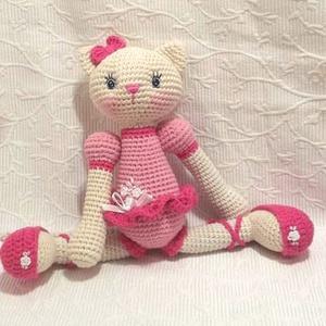 Balerina Cica - horgolt cica figura, Játék & Gyerek, Plüssállat & Játékfigura, Cica, Hímzés, Horgolás, Kedves ölelhető barát lehet ez a cica egy kislánynak.\nEgyedi, kézi hímzéssel díszített.\n\nParis közép..., Meska