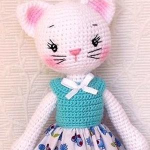 Cica lány -ké pillangós ruhában- amigurumi, Játék & Gyerek, Plüssállat & Játékfigura, Cica, Hímzés, Horgolás, Meska