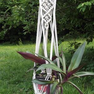 Makramé virágtartó 9., Otthon & lakás, Dekoráció, Dísz, Lakberendezés, Kaspó, virágtartó, váza, korsó, cserép, Csomózás, Bézs színű, 4 ágú , 5 mm-es újrahasznosított pamut fonalból készült virágtartó. A minta szélessége: ..., Meska