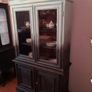 Színátmnetes vitrin tálaló, Otthon & lakás, Bútor, Szekrény, Festett tárgyak, \n\nPatinazöld-Graphit színátmenetes vitrin, tálaló.\n\nEnyhén koptatva, clear wax-szal zárva.\n\nA fotóko..., Meska