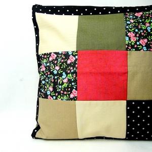 'Carmen' patchwork díszpárnahuzat, Otthon & lakás, Lakberendezés, Lakástextil, Párna, Egy virágoskert érett színei és egy feminin pöttyös anyag kettőse harmonizál ezen a patchwork párnán..., Meska