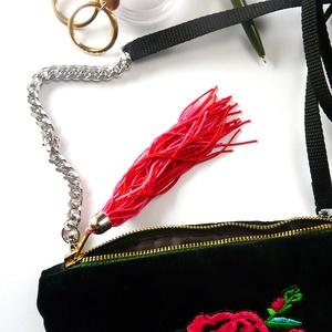 \'MOMENT\' hímzett rózsás, láncos erszény/neszesszer /fém zipzárral, Táska, Divat & Szépség, Táska, Pénztárca, tok, tárca, Varrás, Hímzés, 2 az egyben: neszesszer, csajos erszény, bármi-tok, de átlósan is hordható =a kis mini karabinerek s..., Meska