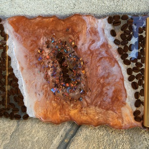 Kávés talca , Tálca, Konyhafelszerelés, Otthon & Lakás, Mindenmás, Epoxi Művészgyantából készült kávészemekkel díszített egyedi exkluziv tálca. 1 cm vastagságú stabil ..., Meska