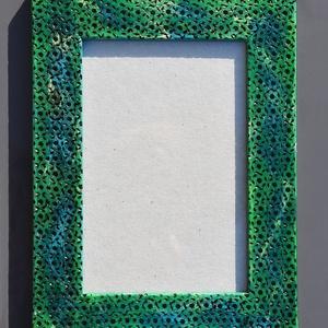 Pirogravírozott mintás, kék-zöld képkeret, Otthon & Lakás, Dekoráció, Képkeret, Famegmunkálás, Festett tárgyak, A készen vásárolt képkeretet pirográf technikával készítettem el. Először a mintákat égettem bele pá..., Meska