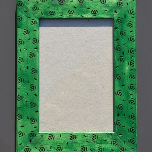 Pirogravírozott mintás, zöld képkeret, Otthon & Lakás, Dekoráció, Képkeret, Famegmunkálás, Festett tárgyak, A készen vásárolt képkeretet pirográf technikával készítettem el. Először a mintákat égettem bele pá..., Meska