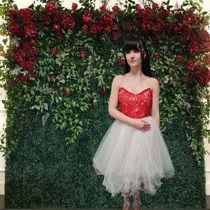 piros szegélyes menyecske ruha, Esküvő, Ruha, Varrás, Fűzős hátuljú,így állítható méretű menyecskeruha,csipke felsőrésszel,kristálytüll piros szegélyes, f..., Meska