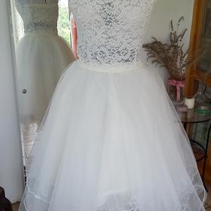 gyöngynyakláncos menyasszonyi ruha, Esküvő, Ruha, Menyasszonyi ruha, Varrás, Lábszárközépig érő,nyakban záródó ruha.Szoknyája több réteg kristálytüll,felsőrésze áttört csipke,de..., Meska