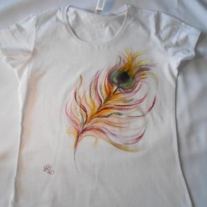 Pávatoll kézzel festett egyedi póló, Táska, Divat & Szépség, Női ruha, Ruha, divat, Póló, felsőrész, Képzőművészet, Otthon & lakás, Festészet, Festett tárgyak, Pávatoll, egy kicsit másként , mint már megszoktátok.Tüzesebb és bár elfordultam a természetes páva ..., Meska