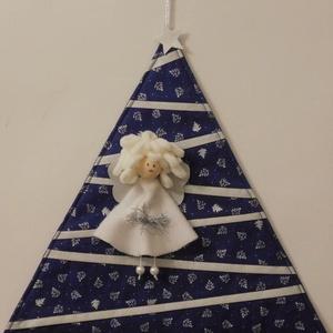 Karácsonyi ajtódísz, Karácsony, Karácsonyi dekoráció, Varrás, Patchwork, foltvarrás, Egyedi tervezésű ajtódísz vagy fali dísz . Pamutvászonból készült, vlies merevítéssel,\nangyal díszít..., Meska