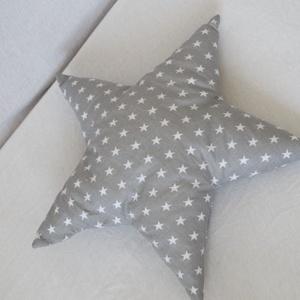 Csillag Párna - Csillag formájú párna - Szürke csillag alakú párna - gyerek párna - forma párna - gyerekpárna, Párna & Párnahuzat, Lakástextil, Otthon & Lakás, Varrás, Szürke alapon fehér csillagos anyagból készítettem ezt a csillag formájú párnát.  Puha poliészterrel..., Meska