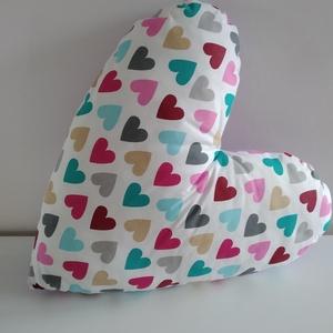 Szív párna - szíves Párna - szív formájú párna - szívecskés párna - Forma párna - figura párna - Valentin napi, Otthon & lakás, Lakberendezés, Lakástextil, Párna, Gyerek & játék, Gyerekszoba, Dekoráció, Varrás, Szíves pamut anyagból készítettem a szív formájú párna elejét,  hátulját orgona lila pamutból. Puha ..., Meska