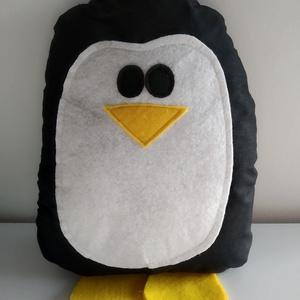 Pingvin párna - pingvin formájú párna - pingvin forma párna - figura párna - pingvin alakú párna - pingvines , Otthon & lakás, Lakberendezés, Lakástextil, Párna, Gyerek & játék, Karácsony, Karácsonyi dekoráció, Varrás, Pamutvászon anyagból készült a pingvin párna, eleje és lábai filc felhasználásával. Puha poliészterr..., Meska