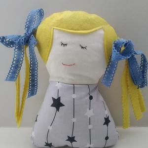Szőke Tündérlány - Csillaglány - kislány tündér baba - copfos baba - rongybaba - textil baba - hosszú hajú baba, Gyerek & játék, Gyerekszoba, Játék, Baba, babaház, Játékfigura, Baba-és bábkészítés, 19 cm magas, puha textil baba. Pamut vászon anyagból készült, haja filc, szalag díszíti. A szalag le..., Meska