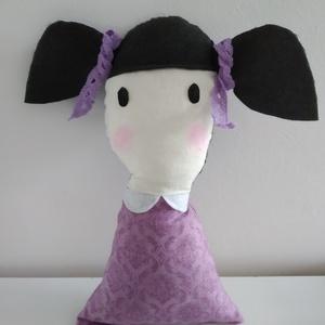 Mini baba - copfos baba - rongybaba - puha textil baba - Santoro Gorjuss stílusú baba- kézműves fekete hajú kislány baba, Gyerek & játék, Játék, Baba, babaház, Játékfigura, Plüssállat, rongyjáték, Baba-és bábkészítés, 22 cm magas, puha textil baba. Ruhája Santoro design pamut vászon anyagból készült. Szeme, haja filc..., Meska