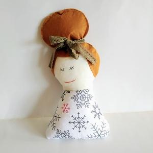 Kontyos lány baba - barna hajú baba - copfos baba - rongybaba - kézműves textil baba - karácsonyi hópehely mintás baba, Baba, Baba & babaház, Játék & Gyerek, Baba-és bábkészítés, 26 cm magas, puha textil baba. Pamut vászon anyagból készült, haja filc, csipke szalag díszíti. A sz..., Meska