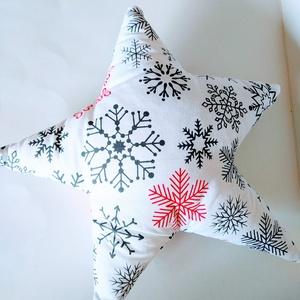 Csillag Párna - Csillag formájú párna -  Fehér csillag párna - karácsonyi csillag dekoráció hópelyhekkel - hópel,hes, Otthon & lakás, Lakberendezés, Lakástextil, Párna, Gyerek & játék, Gyerekszoba, Dekoráció, Ünnepi dekoráció, Varrás, Fehér alapon hópelyhes anyagból készítettem ezt a csillag formájú párnát.  Puha poliészterrel tömtem..., Meska