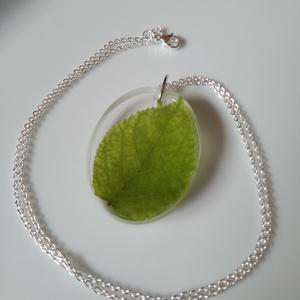 Hortenzia leveles műgyanta medál nemesacél láncon - műgyanta ékszer igazi zöld levéllel - gyanta medál, Ékszer, Nyaklánc, Medálos nyaklánc, Egyedi, kézzel készített nyaklánc igazi növénnyel. Egy nagyon szép formás hortenzia levelet öntöttem..., Meska