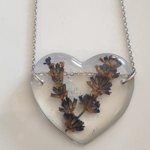 Levendula virágos műgyanta szív medál nemesacél láncon - préselt növény gyantában - gyantaékszer - levendulás medál , Ékszer, Nyaklánc, Medálos nyaklánc, Ékszerkészítés, Meska