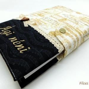 Hangjegyes napló- textil jegyzetfüzet névhímzéssel , Otthon & Lakás, Papír írószer, Jegyzetfüzet & Napló, Varrás, Patchwork, foltvarrás, Designer pamut anyagokból varrtam ezt a  naplót. Patentos füle van, ide egy toll is rakható.\nAz ár t..., Meska