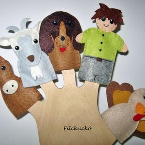 Filc ujjbáb csomag - A szomszéd farm lakói ember figurával, Gyerek & játék, Játék, Báb, Készségfejlesztő játék, Játékfigura, Baba-és bábkészítés, Varrás, 5 db-os filc ujjbáb csomag.\nReggel a fiatal gazda korán kel. Először hű társának ad reggelit, a kuty..., Meska