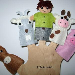 Filc ujjbáb csomag - A szomszéd farm lakói ember figurával, Ujjbáb, Bábok, Játék & Gyerek, Baba-és bábkészítés, Varrás, 5 db-os filc ujjbáb csomag.\nReggel a fiatal gazda korán kel. Első útja a karámhoz visz. Köszön a lov..., Meska
