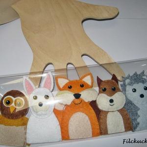 Filc ujjbáb csomag - Az erdő állatai fa ujjbáb tartóval, Játék & Gyerek, Bábok, Báb készlet, Baba-és bábkészítés, Varrás, Lessük meg az erdő állatainak titkos életét.\nAmott egy mókus fut át egy faágon. Szájában egy tavalyi..., Meska