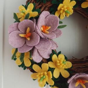 Tavaszi  koszorú, Otthon & Lakás, Dekoráció, Koszorú, Virágkötés, Hazai gyártású gyapjúfilcből egyedi, kézzel készített filcvirág koszorú. A koszorú alapja inda, 20 c..., Meska