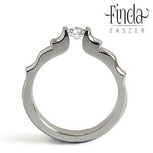 Angie gyűrű fehér zafírral, Vékony gyűrű, Gyűrű, Ékszer, Ötvös, Nemesacél női gyűrű fehér zafírral.\nA gyűrű 3 mm széles, a kő 4 mm átmérőjű kerek csiszolású.\nGyönyö..., Meska