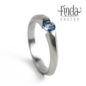 Bridge - Nemesacél gyűrű kék topázzal, Ékszer, Gyűrű, Szoliter gyűrű, Ötvös, Fémmegmunkálás, Bridge  \nNemesacél gyűrű kék topázzal\n\nA gyűrű különlegessége, hogy a nemesacél nem folytonos kört a..., Meska