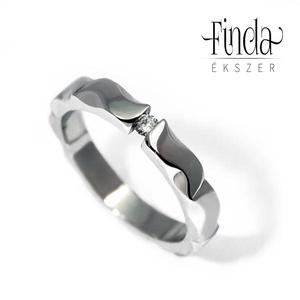 Mandala nemesacél gyűrű fehér zafírral, Ékszer, Gyűrű, Szoliter gyűrű, Ötvös, Ékszerkészítés, Kecses, vékony, fényes felületű, kézzel készült nemesacél gyűrű fehér zafírral. Oldalról nézve manda..., Meska