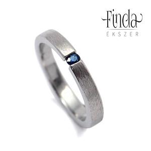 Rustic Slim gyűrű kék zafírral, Ékszer, Gyűrű, Szoliter gyűrű, Ötvös, Kecses, vékony nemesacél női gyűrű kék zafírral, rusztikus felülettel, külső éltöréssel.\nA gyűrű szé..., Meska