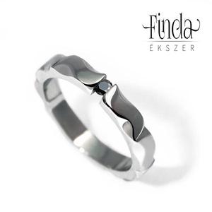 Mandala gyűrű fekete gyémánttal, Esküvő, Ékszer, Ötvös, Kecses, vékony, fényes felületű, kézzel készült nemesacél gyűrű fekete gyémánt briliánssal. Oldalról..., Meska