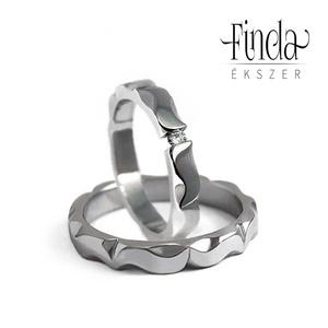 Mandala nemesacél jegygyűrűpár gyémánttal, Karikagyűrű, Ékszer, Esküvő, Ötvös, Fémmegmunkálás, Fényes felületű, kézzel készült nemesacél jegygyűrűpár gyémánttal. Oldalról nézve mandalára emlékezt..., Meska