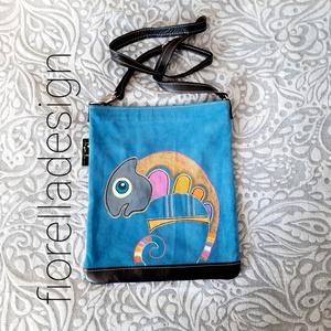 Fiorella színes kaméleon /kék bőr táska, Táska & Tok, Színes vidám kaméleont festettem erre az igazán egyedi bőr oldaltáskára.  Tulajdonságok:  -összetéte..., Meska