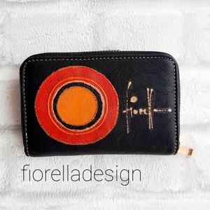 Pénztárca/ fekete / piros narancs 14x 9cm, Táska & Tok, Pénztárca & Más tok, Pénztárca, A kézzel festett pénztárcát, fiorella stílusban ajánlom a bőséges mindennapokra.  Ha szereted egy he..., Meska