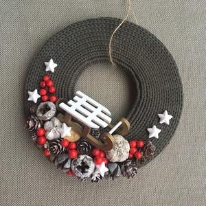 Karácsonyi ajtódísz , Otthon & lakás, Dekoráció, Ünnepi dekoráció, Karácsony, Virágkötés, Egyedi, saját készítésű ajtódísz, a karácsonyi/téli hangulat megteremtéséhez.\nA kopogtató alapja kar..., Meska