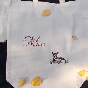 Natúr őzikés hímzett bevásárló táska, Táska, Divat & Szépség, Táska, Szatyor, Hímzés, Natúr színű bevásárló táskára hímzett, az ősz hangulatát idéző pamut táska, ami igazán környezet bar..., Meska