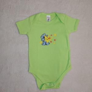 Hímzett macis baba body csillagokkal - ruha & divat - babaruha & gyerekruha - body - Meska.hu
