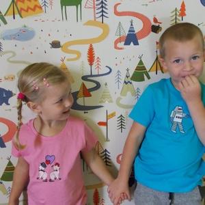 Hímzett gyermek póló választható felirattal vagy mintával, Ruha & Divat, Babaruha & Gyerekruha, Póló, Hímzés, Választható színű és méretű pólóra készül a megrendelő által vágyott felirat, vagy minta. 10*10 cm-e..., Meska