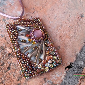 Bronz shibori selyem medál, Ékszer, Medál, Nyaklánc, Gyöngyfűzés, gyöngyhímzés, Üdvözökkel az oldalamon!\n\nEladó termékem:\nBronz színekkel készült medál, mely shibori festésű valódi..., Meska