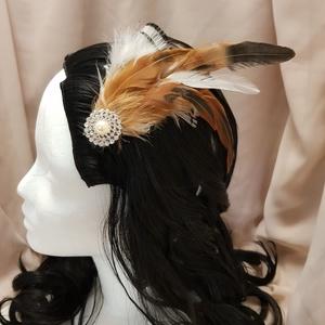 """FlapperBees \""""vadászat\"""" hajcsat, Esküvő, Hajdísz, ruhadísz, Táska, Divat & Szépség, Hajbavaló, Ruha, divat, Mindenmás, Vadászok kalapdíszeit idéző hajcsat, amelyet csillogó ékszer díszít. Kézzel ragasztott, egyedi darab..., Meska"""