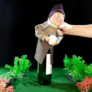 flaskababa poharas fiú, Férfiaknak, Egyéb, Dekoráció, Otthon & lakás, Sör, bor, pálinka, Baba-és bábkészítés, Kerámia, Fiú baba italos pohárral. Bármilyen palack formájú tárgyra (ital, szörp stb.) rátehető, az üveg adja..., Meska