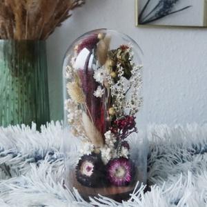 Bordó szárazvirág kompozíció üvegbúra alatt, Csokor & Virágdísz, Dekoráció, Otthon & Lakás, Virágkötés, Szárított virágokból készült virágdísz, üvegbúra alatt, fa alátéten.\n\nAz üvegbúra magassága 200 mm, ..., Meska