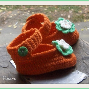 Narancs topánka - Horgolt mamusz, Babacipő, Babaruha & Gyerekruha, Ruha & Divat, Horgolás, Mindössze 11 cm a hosszúsága ennek a kis babacipőnek.  Csak szobában használatos. Az élénk színe mia..., Meska