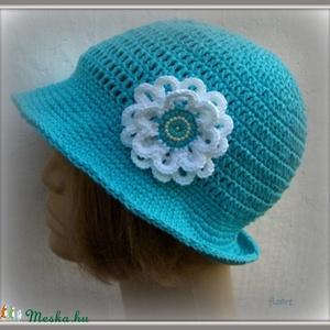 Nyári ég - Horgolt kalap, Táska, Divat & Szépség, Ruha, divat, Női ruha, Horgolás, Pamutfonalból horgoltam ezt a türkizkék kalapot. A gyöngyös virág, mint egy üde kis bárányfelhő a ti..., Meska