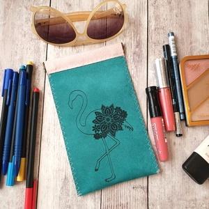 Pretty gravírozott neszesszer, tok - Flamingó, Táska, Divat & Szépség, Táska, Neszesszer, Pénztárca, tok, tárca, Varrás, Gravírozás, pirográfia, Gravírozott textilbőr? Igen! Az anyagba lézerrel égetett minták teszik rendhagyóvá a sokoldalúan has..., Meska