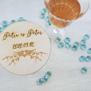 Esküvői poháralátét/köszönőajándék név és dátum gravírozással, Köszönőajándék, Emlék & Ajándék, Esküvő, Famegmunkálás, A poháralátét az ifjú pár nevével és a házasságkötés dátumának gravírozásával készül egyedi megrende..., Meska