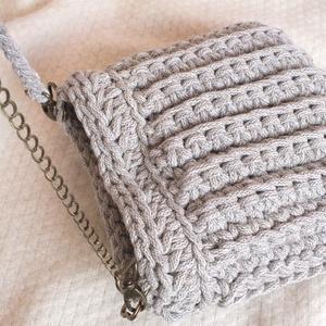 Női táska variálható pánttal beige, Táska, Válltáska, oldaltáska, Horgolás, Beige színű női horgolt táska, melynek pántja variálható, így használható válltáskaként és oldaltás..., Meska